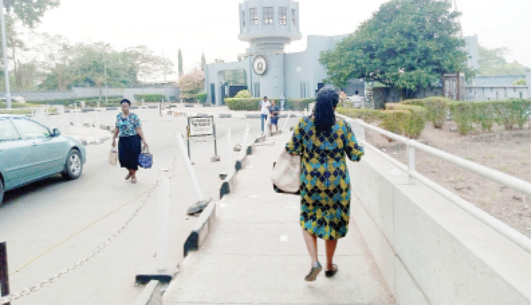 Staff and students walking in and out of University of Ibadan without mask