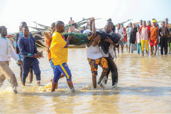 First responders evacuating dead bodies after a boat capsized yesterday in Kebbi